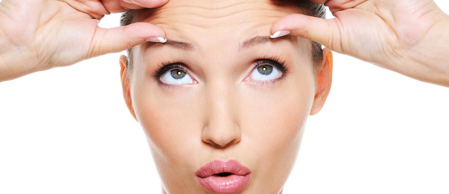 Botoks w medycynie estetycznej jest tematem, o którym powiedziano już niemalże wszystko. Zabiegi wykorzystujące działanie toksyny botulinowej są najstarsze, jeśli chodzi o tę dziedzinę medycyny. Nie wszyscy jednak wiedzą, jak bardzo zabiegi z ich wykorzystaniem są popularne w kontekście właśnie nadchodzącego lata, kiedy na bok odchodzą inwazyjne zabiegi laserowe.