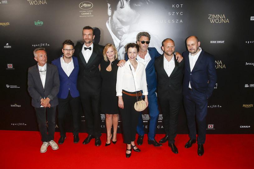 """""""Zimna wojna"""" Pawła Pawlikowskiego to film o miłości niespełnionej, która przy innym biegu zdarzeń mogłaby się zrealizować - powiedziała PAP Joanna Kulig, odtwórczyni jednej z głównych ról w nagrodzonym w Cannes obrazie, który w poniedziałek, 28 maja, w Warszawie miał swoją premierę."""
