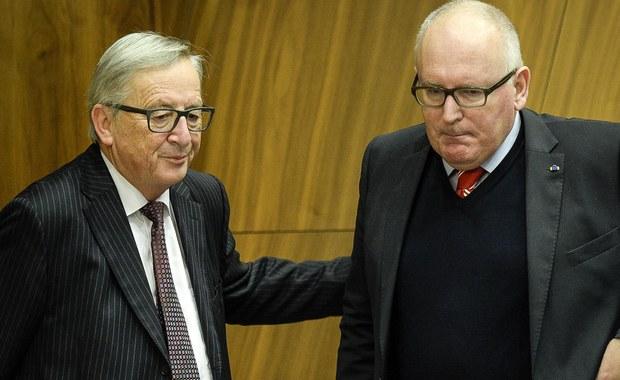 To będzie pierwsza próba sił między wiceszefem KE Fransem Timmermansem, który w dalszym ciągu domaga się od Warszawy ustępstw i twierdzi, że dotychczasowe są niewystarczające, a szefem KE Jean-Claudem Junckerem, który chciałby już sprawę z Polska zamknąć, ze względu na zbliżające się wybory do PE. Jak nieoficjalnie ustaliłam, wczoraj na tym tle doszło do poważnego sporu między gabinetami Junckera i Timmermansa.