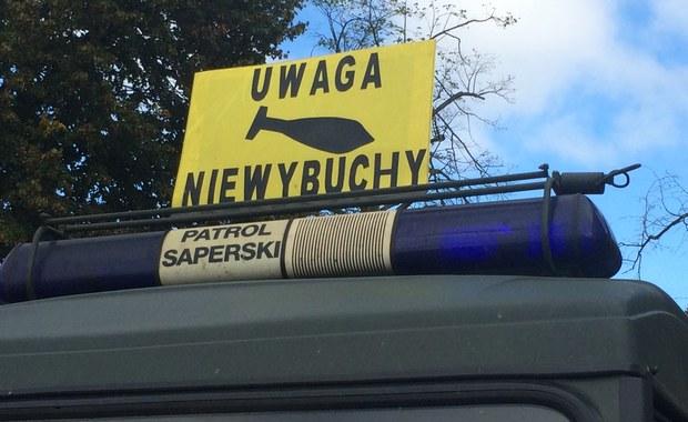63 osoby, w tym 50 dzieci ewakuowano z budynku przedszkola w Jeleniej Górze. W pobliżu placówki znaleziono trzy niewybuchy.