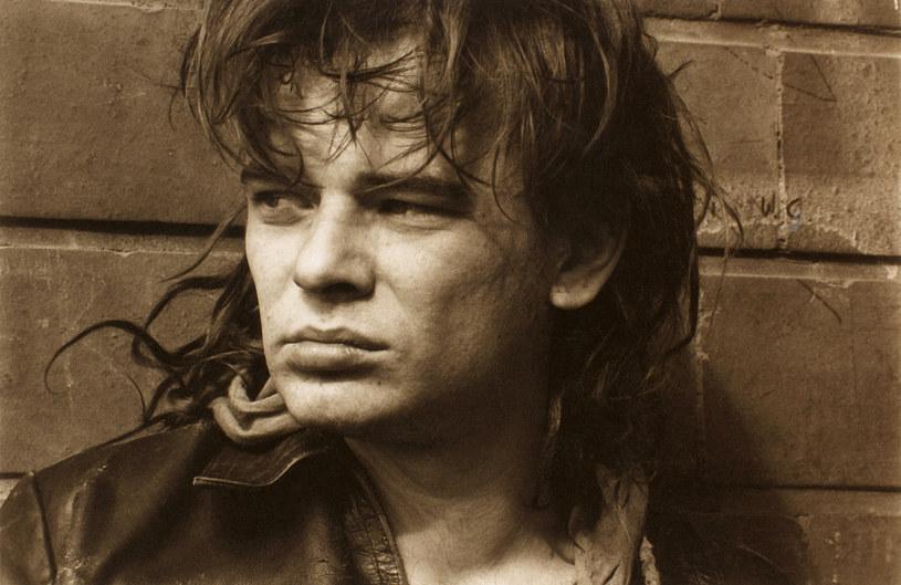 Śmierć Roberta Brylewskiego sprawiła, że składzie tegorocznej edycji festiwalu Rock na Bagnie zabraknie grupy Izrael, której gitarzysta był jednym z liderów. W miejsce tego zespołu pojawią się dowodzone przez Marcina Świetlickiego Świetliki.
