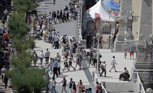 Dziesiątki tysięcy mieszkańców Kraju Basków stworzyły w niedzielę łańcuch ludzki liczący ponad 200 km. Uczestnicy demonstracji domagali się prawa do decydowania o przyszłości tego regionu na północy Hiszpanii.