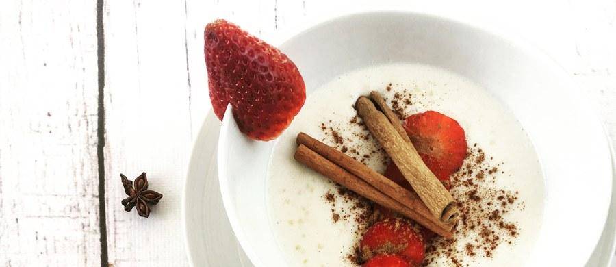 Chcesz, aby śniadanie dostarczyło Ci energii na cały dzień? Lubisz jeść smacznie i zdrowo, spędzając w kuchni jak najmniej czasu? Sprawdź przepisy na pyszne i pełnowartościowe dania.