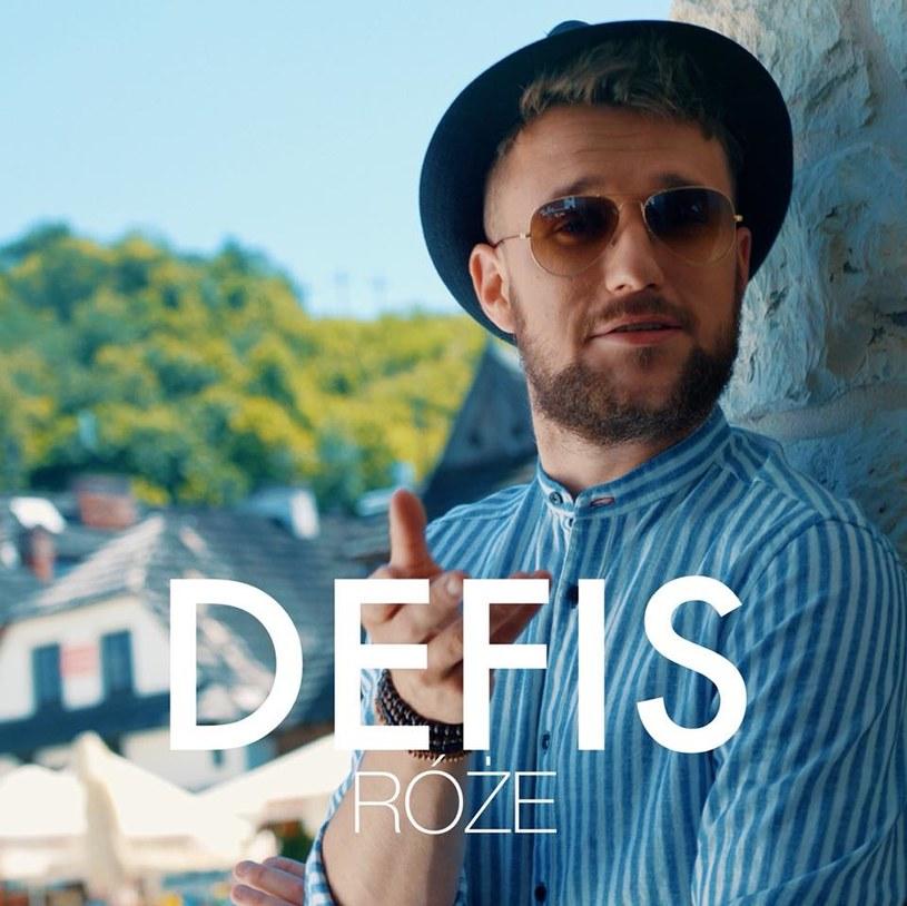 """Ponad 1,3 mln odsłon w ciągu niespełna tygodnia od premiery zdobył teledysk """"Róże"""" discopolowej grupy Defis, stając się jednym z najpopularniejszych obecnie klipów w serwisie YouTube."""