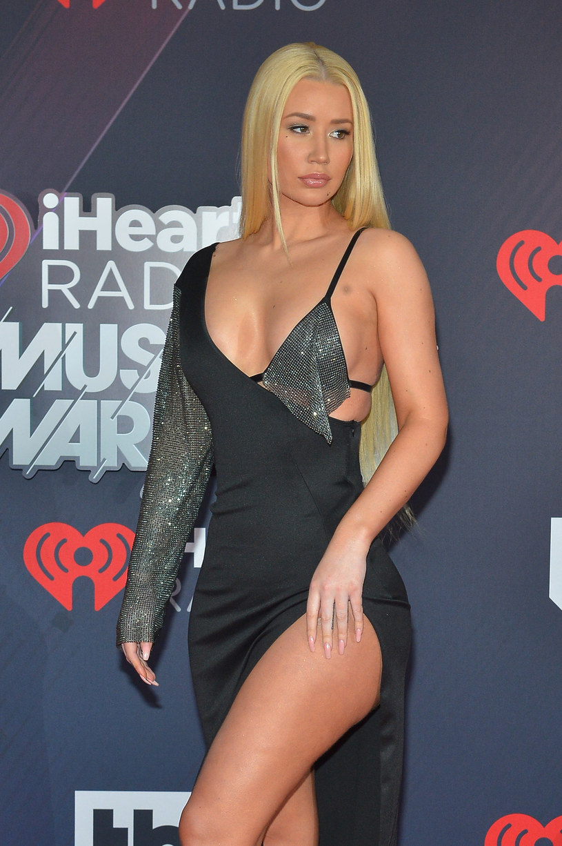 Iggy Azalea wzięła udział w sesji zdjęciowej promującej nową linię butów. Raperka pojawia się na niej nago.