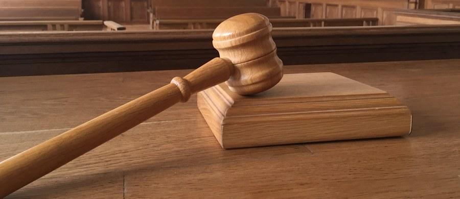 25-letni Michał W., oskarżony o napaść na taksówkarza w Pępicach w województwie opolskim został skazany na 5 lat pozbawienia wolności. Wyrok ogłoszony we wtorek przez Sąd Okręgowy w Opolu nie jest prawomocny.