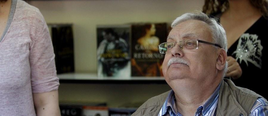 """Andrzej Sapkowski, twórca serii powieści o wiedźminie Geralcie, kończy 70 lat. """"Jeżeli cokolwiek w uniwersum """"Wiedźmina"""" jeszcze popełnię, a mam taki zamiar, to będzie to coś typu prequel"""" - zapowiedział w kwietniu w trakcie spotkania z fanami podczas Warsaw Comic Con."""