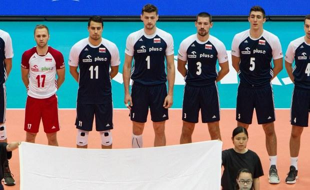 Polscy siatkarze przegrali w Melbourne z Brazylijczykami 1:3 (22:25, 23:25, 25:23, 23:25) w swoim drugim meczu ostatniego turnieju fazy interkontynentalnej Ligi Narodów. Zajmujący szóste miejsce w tabeli biało-czerwoni są o krok od awansu do Final Six.