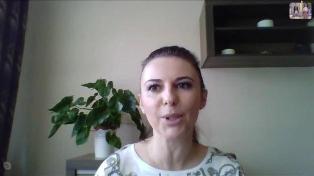 Dlaczego coraz więcej ludzi żyje i mieszka samotnie? Powiedziała o tym socjolog Julita Czarnecka. – Samotność nie jest tożsama z byciem singlem – zaznaczyła. Jak lockdown wpłynął na nasze zachowanie? Jak zadbać o relacje z innymi ludźmi? (Dzień Dobry TVN/x-news)
