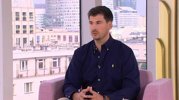 """Na co zwrócić uwagę wynajmując mieszkanie? W studio """"Dzień Dobry TVN"""" wyjaśnił to Maciej Mindak, ekspert rynku nieruchomości. Jak uzgodnić opłacanie czynszu? (Dzień Dobry TVN/x-news)"""