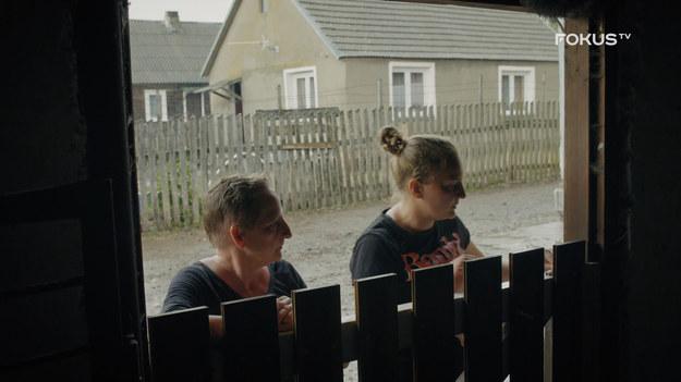 """Zaczęło padać, a że kozy nie lubią deszczu… same wróciły do gospodarstwa Emilii i jej babci, w którym życie możemy śledzić w serialu """"Rolnicy. Podlasie"""" w FOKUS TV.   Czytaj więcej TUTAJ"""