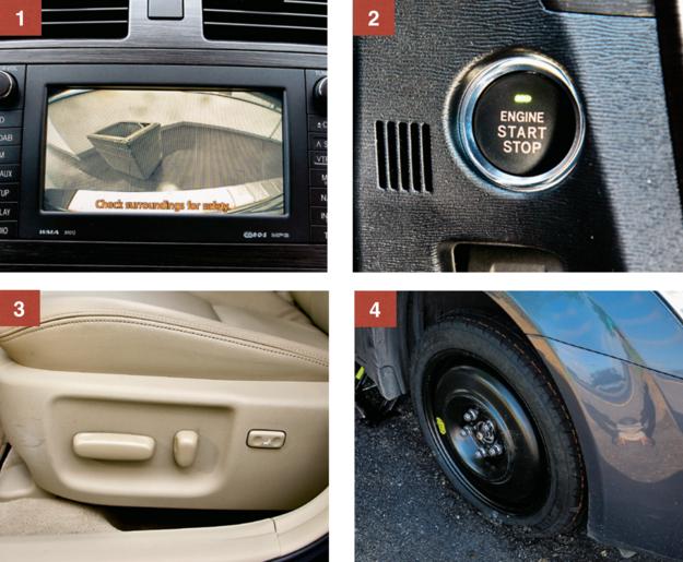 """1. Ekran wyświetlający wskazania nawigacji występuje w dwóch rozmiarach: 6,5 i 7 cali. 2. Bezkluczykowy dostęp: Sol Plus i Prestige. Wszystkie auta mają za to elektryczny """"ręczny"""". 3. Elektrycznie regulowane fotele skórzane (skóra naturalna + eko): w wersji Prestige. 4. Większość aut ma koło dojazdowe. Wersja 2.2 D-CAT Prestige - tylko zestaw naprawczy. /Motor"""