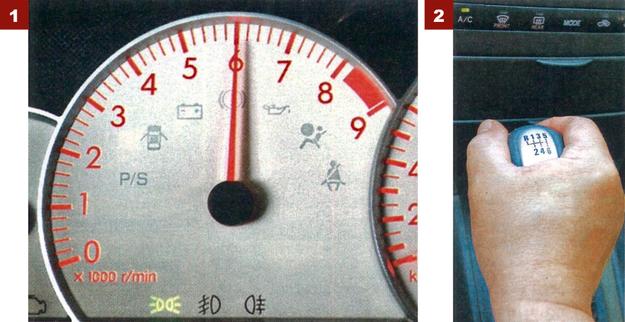 [1] Jadąc sportowo należy bacznie śledzić obrotomierz. Do 6000 obr./min jest tylko nieźle, powyżej, do 8300, naprawdę ostro. [2] Sześciobiegowa skrzynia przyda się do ostrej jazdy, ale spokojne podróżowanie bez zmiany biegów też jest możliwe. /Motor