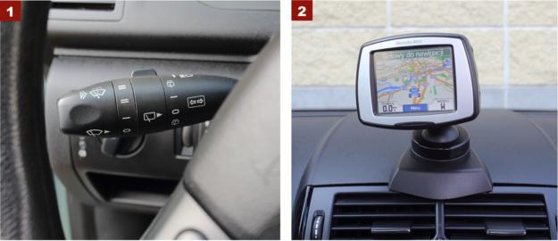 [1] Jedna dźwignia obsługuje migacze, wycieraczki i spryskiwacze. [2] Zewnętrzna nawigacja Mercedesa ma Bluetooth i czyta MP3. /Motor