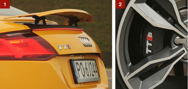 [1] Spojler automatycznie wysuwa się przy wyższej prędkości i chowa po zwolnieniu. Można to też wymusić samemu. [2] W porównaniu do słabszych wersji TT, model TTS ma wzmocnione hamulce. Zatrzymują one go po około 35 m. /Motor