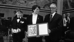 10 grudnia 1983 r. Danuta Wałęsowa odbiera - w zastępstwie męża - Pokojową Nagrodę Nobla