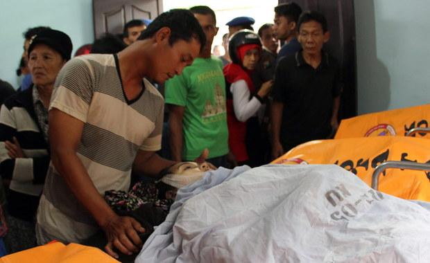 10 turystów utonęło, a 5 zaginęło po przewróceniu się łodzi w Indonezji. Wśród ofiar są dzieci