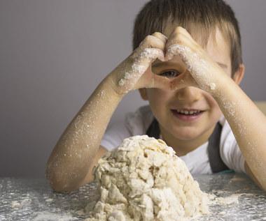 10 zabaw pobudzających zmysły dziecka