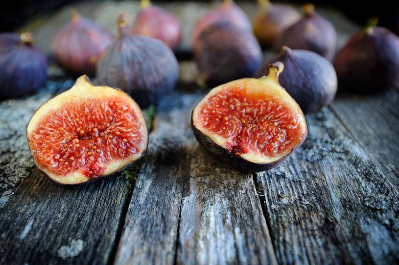 100 g (czyli kilka) fig ma prawie tyle samo wapnia co szklanka mleka /123RF/PICSEL