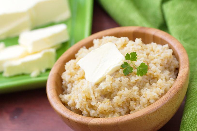 100 g kaszy to prawie 378 kcal oraz 10 g niezwykle wartościowego białka /©123RF/PICSEL