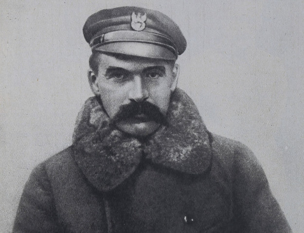 11 listopada 1918 roku Rada Regencyjna przekazała Józefowi Piłsudskiemu władzę wojskową i naczelne dowództwo podległych jej wojsk polskich /reprodukcja Piotr Mecik /Agencja FORUM