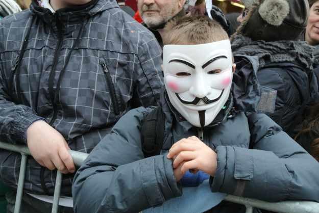 12-latek hakował dla Anonimowych w zamian za... gry wideo /INTERIA.PL