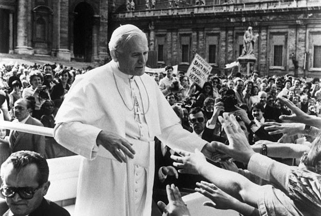 13 maja 1981 roku plac Świętego Piotra w Watykanie: Chwile później padł strzały /AFP