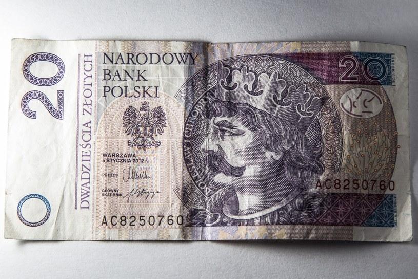 19-latek podrabiał banknoty i nimi płacił /Maciej Luczniewski /Reporter