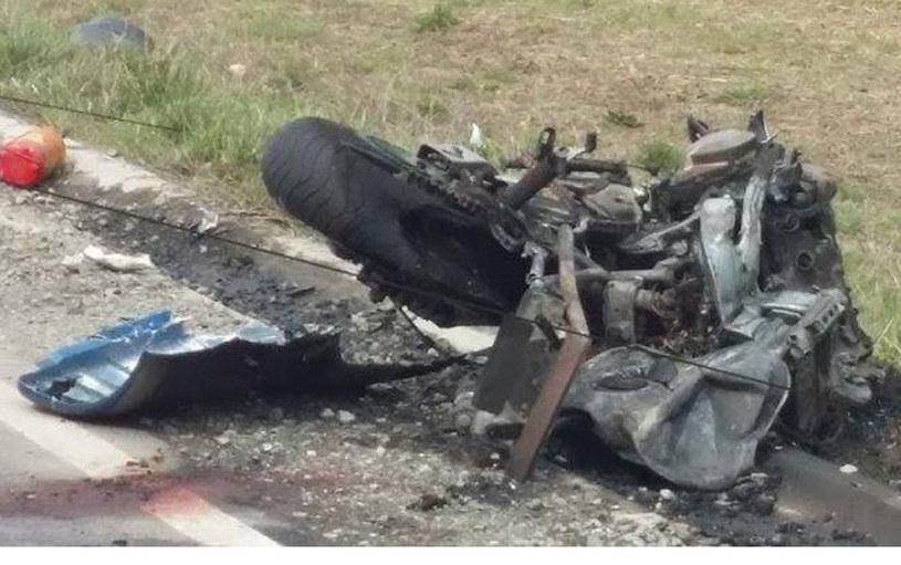 19- letni  motocyklista zjechał ze swojego pasa i  uderzył czołowo w ciężarówkę. Zginął na miejscu /Policja