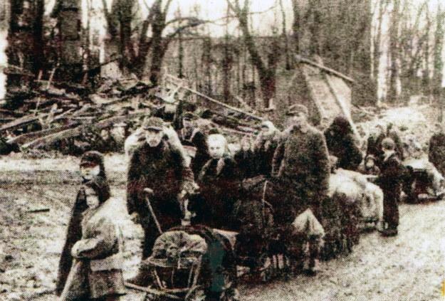 1945 rok. Wysiedlanie Niemców z Prus Wschodnich /Reprodukcja: FoKa /Agencja FORUM