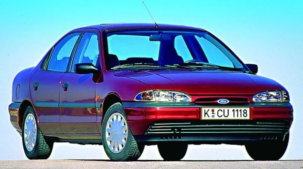 1993: Ford Mondeo I zdobył tytuł Samochodu Roku /Ford