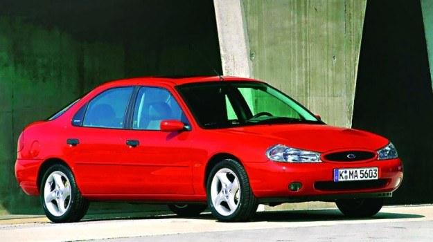 """1996: debiut Mondeo I FL, czasem określanego jako Mondeo II. To jednak głęboki lifting """"jedynki"""". /Ford"""