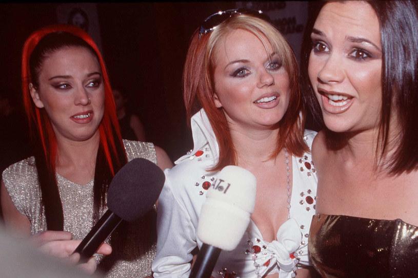 1997 rok - Mel C (Sporty), Geri Halliwell (Sexy) i Victoria Addams (Posh) /Getty Images