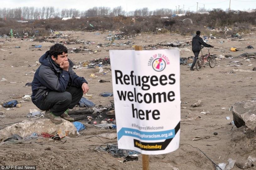 2 tys. osób manifestowało poparcie dla migrantów w Calais /FRANCOIS_LO_PRESTI/East News /AFP