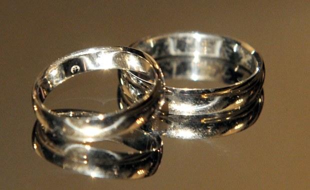 22-latek wziął ślub z 80-latką, by uniknąć poboru do wojska