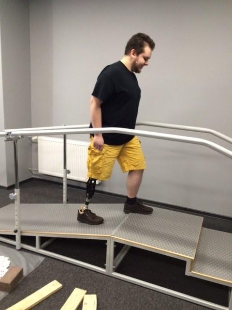 22-letni Filip przetestował nowoczesną stopę protezową /Anna Kropaczek /RMF FM