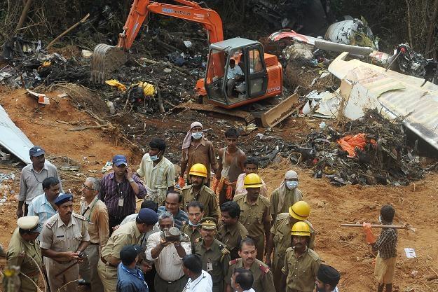 22 maja na lotnisku pod Bangalore rozbił się boeing 737 tanich indyjskich linii Air India Express /AFP