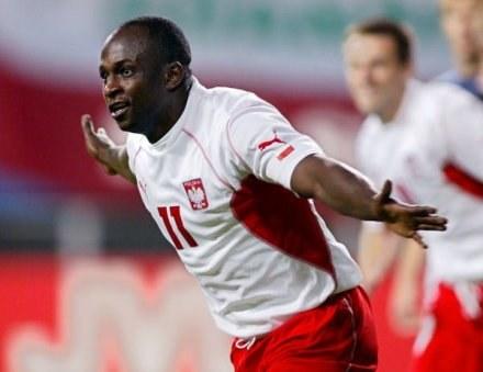 25 spotkań i 11 goli - to dorobek Olisadebe w polskiej kadrze /AFP