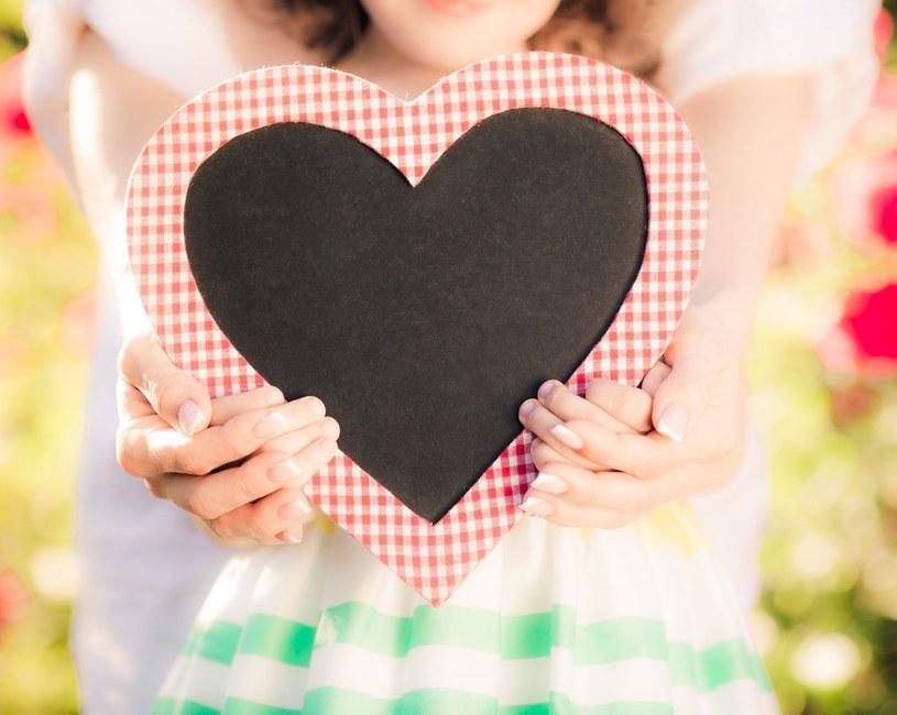26 maja każdy myśli ciepło o swojej rodzicielce i głowi się nad pomysłem na prezent /123RF/PICSEL