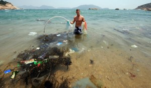 269 tys. ton plastiku pływa w morzach i oceanach