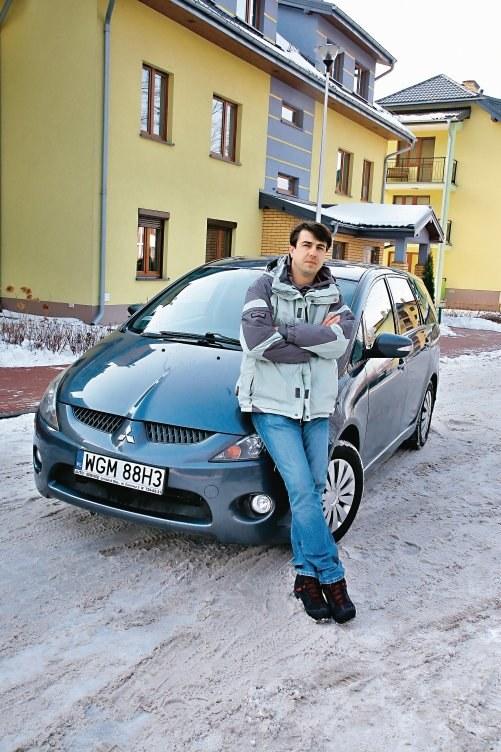 3. Minivan z trzema rzędami siedzeń /Motor