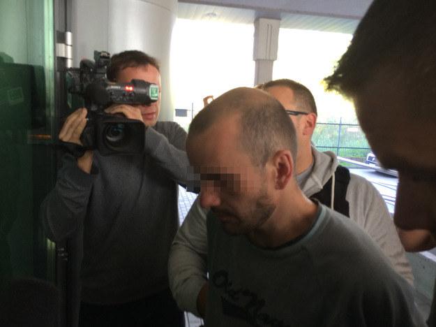 33-letni mieszkaniec Gdańska, podejrzany o podpalenie 20 aut /fot. Kuba Kaługa /RMF