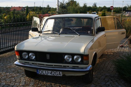 33 letni Polski Fiat 125p w trakcie remontu /INTERIA.PL