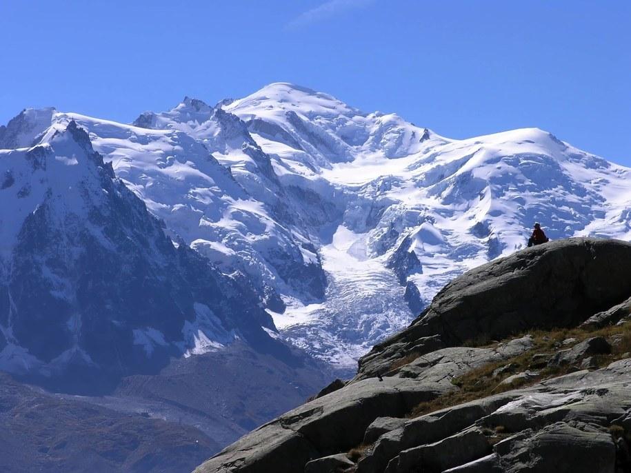 35-letni Polak zginął w masywie Mont Blanc (na zdjęciu ilustracyjnym: pokryty śniegiem Mont Blanc) /McPHOTOs/blickwinkel/DPA /PAP