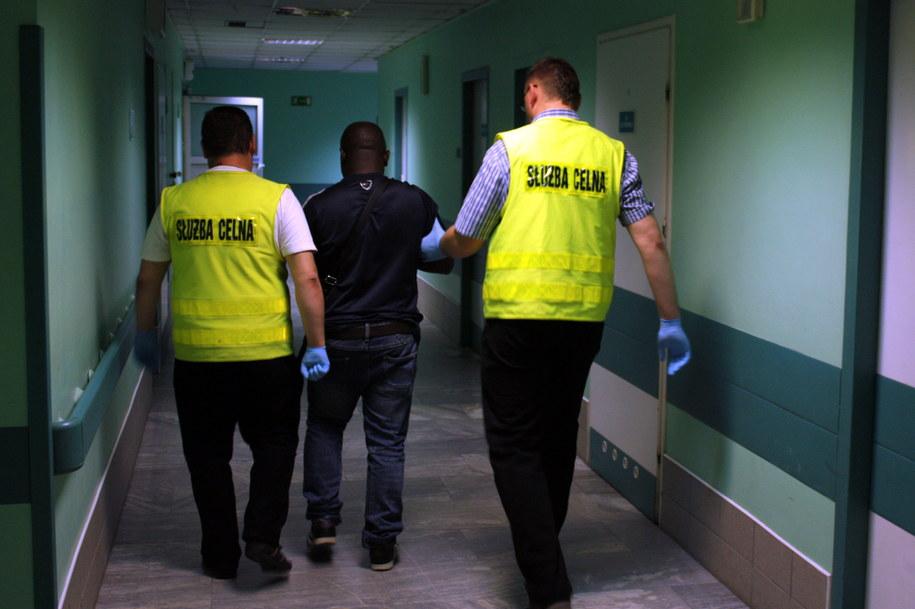 36-letni obywatel Nigerii próbował przemycić w żołądku 1,5 kg heroiny i kokainy /Służba Celna /PAP