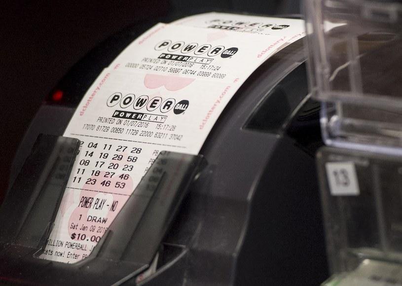 429 milionów dolarów - tyle wynosiła wygrana w amerykańskiej loterii Power Bowl. /AFP