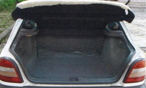 430 litrów pojemności i duża pokrywa to atuty bagażnika w wersji pięciodrzwiowej. /Motor