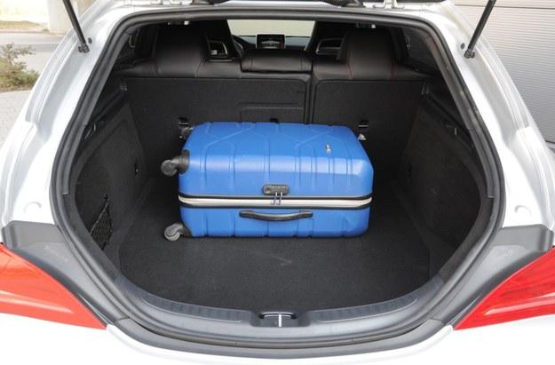 495-litrowy bagażnik nie zachwyca – ma mały otwór załadunkowy i wysoki próg. /Motor