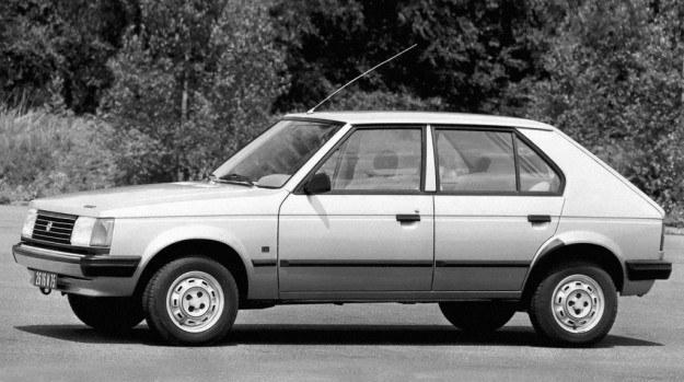 5-drzwiowe nadwozie ma, mimo spadzistej maski, nie najlepszy współczynnik oporów powietrza bo 0,41. Nie przewiduje się wersji trójdrzwiowej. /Chrysler