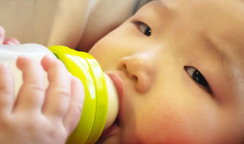 5 lat temu w mleku w proszku dla niemowląt wykryto toksyczną melaminę /123RF/PICSEL